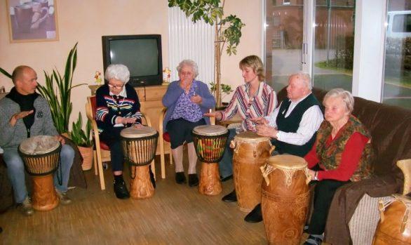 Musiktherapie für Jugendliche und Senioren